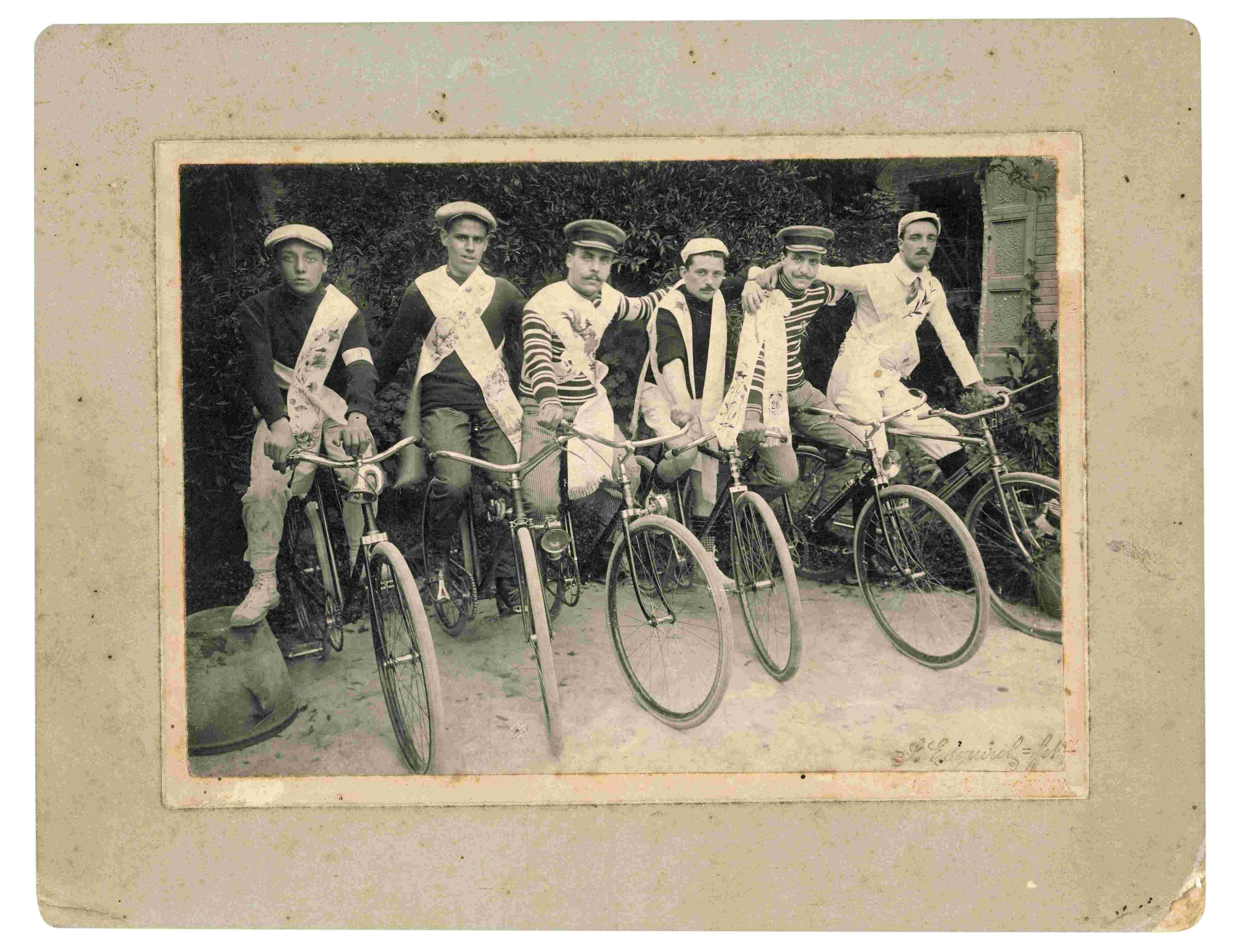Seis participantes en la carrera ciclista de Torroella de Montgrí